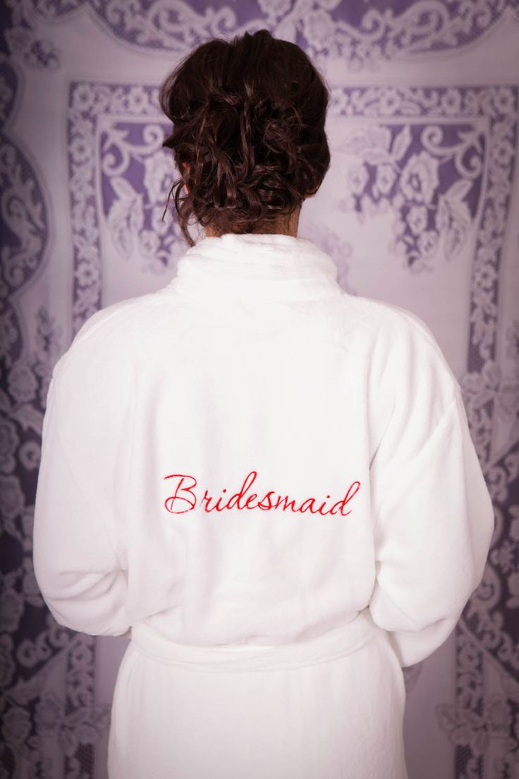 A perfect bridesmaid gift! Wrap them up in luxury as you all get pampered and prepare for an exciting day. A super soft and fluffy micro-fleece robe, you'll never want to take it off!