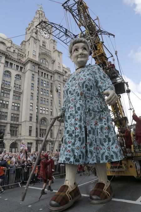 Memories - Liverpool 1, by Royal de Luxe street theater