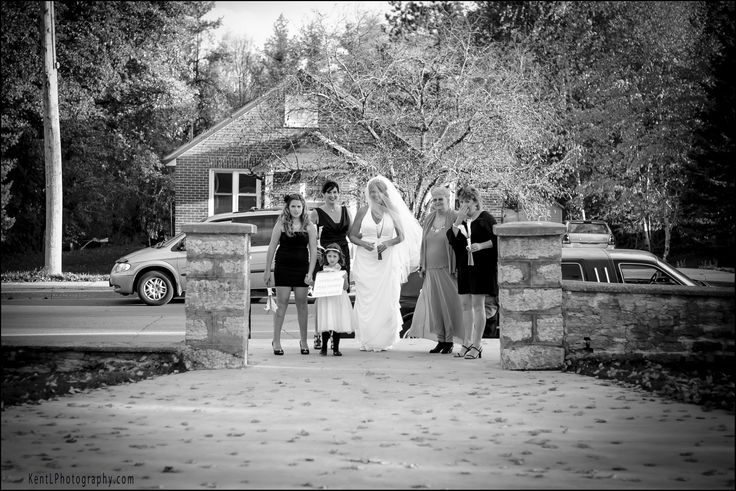 The Bride has arrived, awaiting patiently to walk in...   Wedding Photographer Kent Leckie