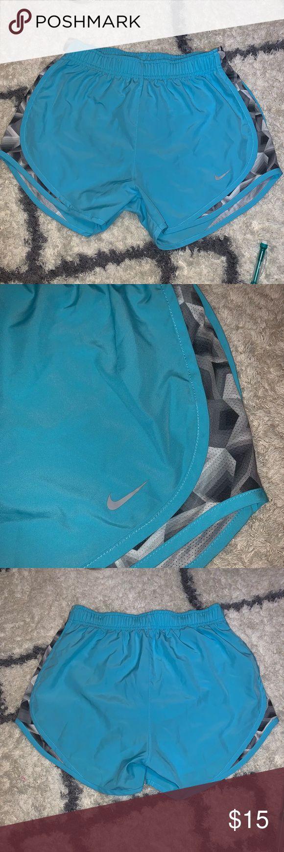 Nike dri fit sportliche Shorts. Größe: S Hervorragender Zustand – kaum getragen Farbe: …   – My Posh Picks