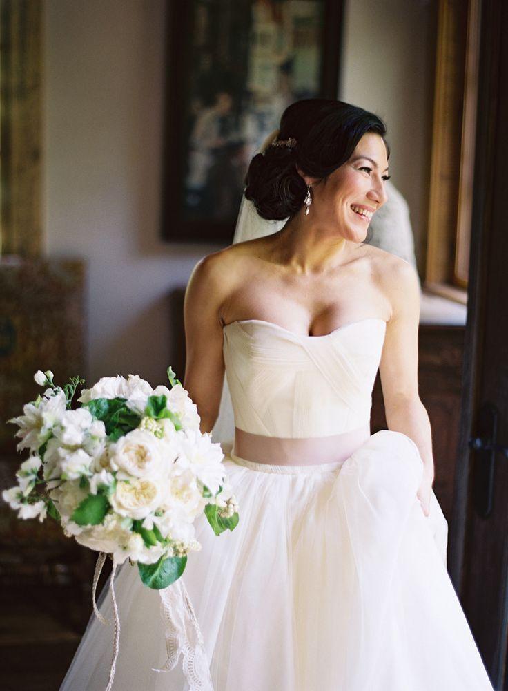 Vera wang wedding dresses that inspire vera wang wedding for Backless wedding dresses vera wang