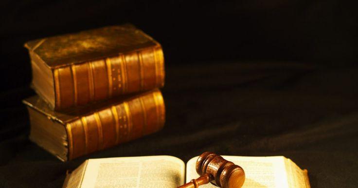 ¿Cuáles son los beneficios de registrar el derecho de autor?. El título 17 del U.S. Code (código de los Estados Unidos) otorga al propietario de un derecho de autor el derecho de restringir a otros la distribución, reproducción, exhibición, hacer copias o participar en una actuación de un trabajo protegido. El derecho de autor protege el trabajo de autoría original, tangible y creativa. El trabajo protegido ...