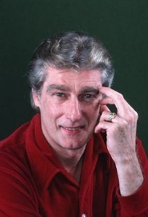 Richard Mulligan (November 13, 1932 - September 26, 2000) American actor (o.a. from the comedyserie Empty Nest and Bonanza).
