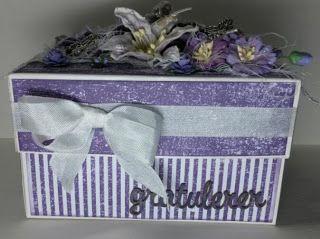bertas scrappekrok: En enkel gaveboks i lilla