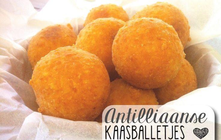 Bolitas di Keshi / Antilliaanse Kaasballetjes - Kaasballetjes zijn een makkelijke en snelle toevoeging aan elk feestbuffet. Ze zijn in een handomdraai gemaakt en bijna iedereen kan ze waarderen. Het is altijd leuk om warme hapjes te serveren op ...