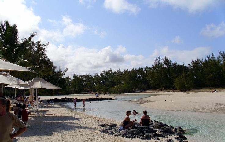 Diverse Wassersport-Aktivitäten wie Paraseiling, schnorcheln, Wasserski, Bananenboot, Glasbodenboot und vieles mehr werden hier angeboten