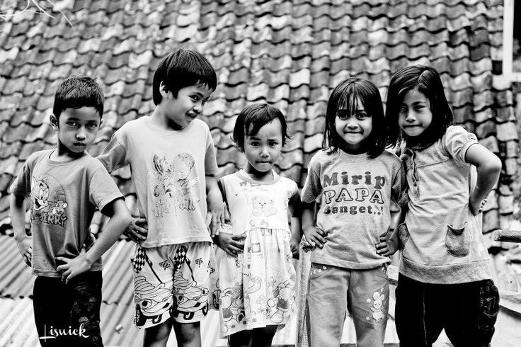 childhood friendship happiness