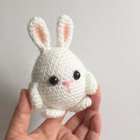 Pequeno coelho de ovo de páscoa feito. Agora escrevendo o padrão. -benzóico. . . . #crochet #crochetaddict #helloyellowyarn #crochetersofinstagram #amigurumi #crocheting #amigurumist #crocheted #crochetpattern #babybunny #eastereggbunny #amigurumibunny
