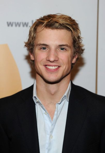Freddie Stroma. i wish he had a bigger role in pitch perfect cause damn this guy is pretty hot!