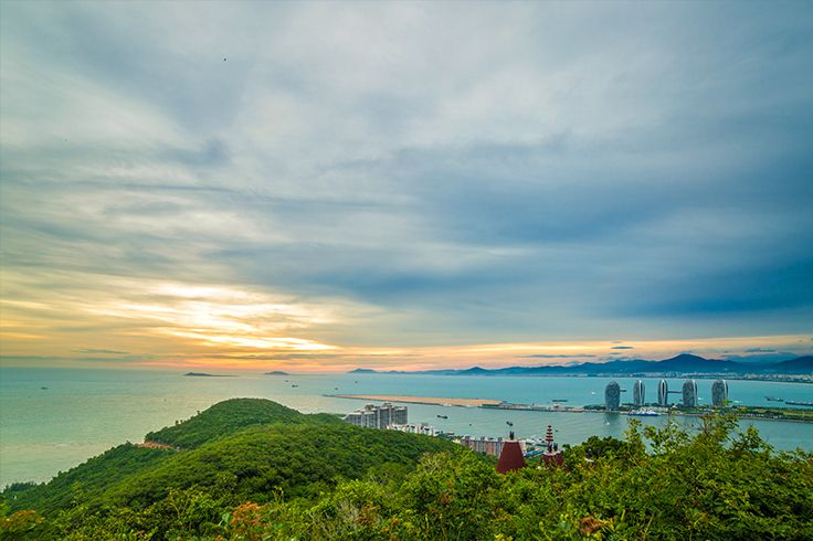 A bird's eye view from the top of #Luhuitou Park.  #Sanya #Whererefreshingbegins…