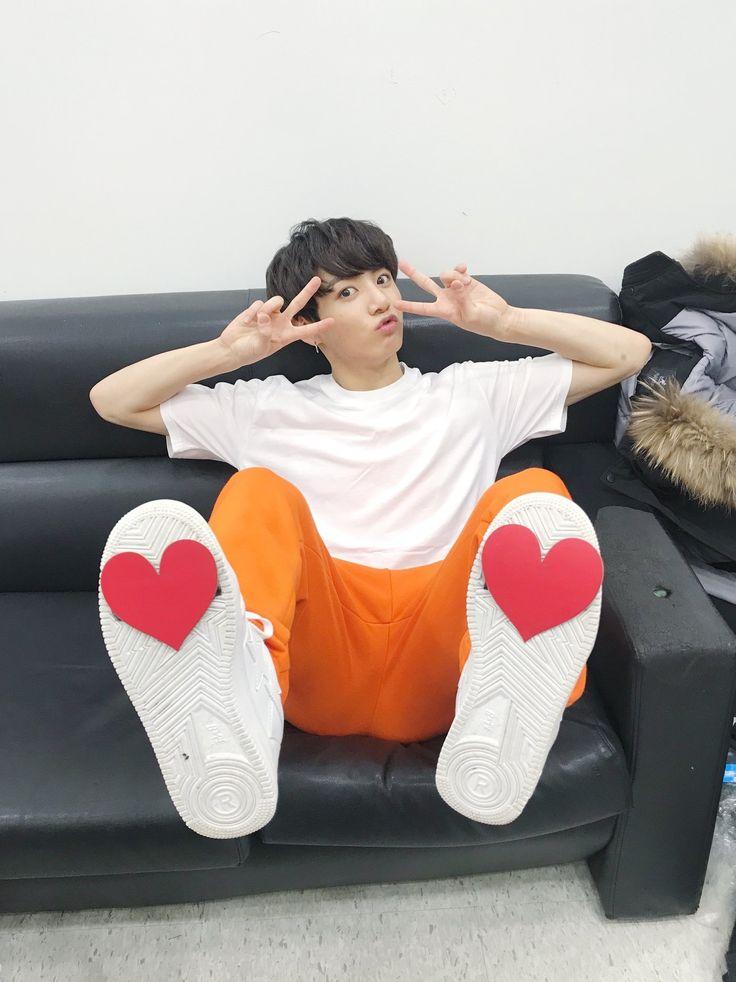 [#오늘의방탄] #방탄소년단 과 함께한 2017년 행복하셨나요? 2018년은 더 행복할거에요! 아미들 해피뉴이어 #하트소년단 #새해엔욜로욜로탕진잼(?)