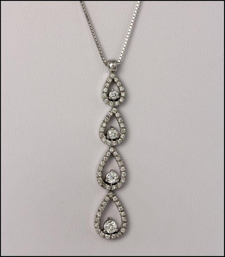 Ref. 2Q Pendiente en forma de gotas con diamantes de talla redonda.
