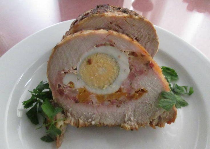 Lomo de cerdo relleno de queso, beicon y huevo