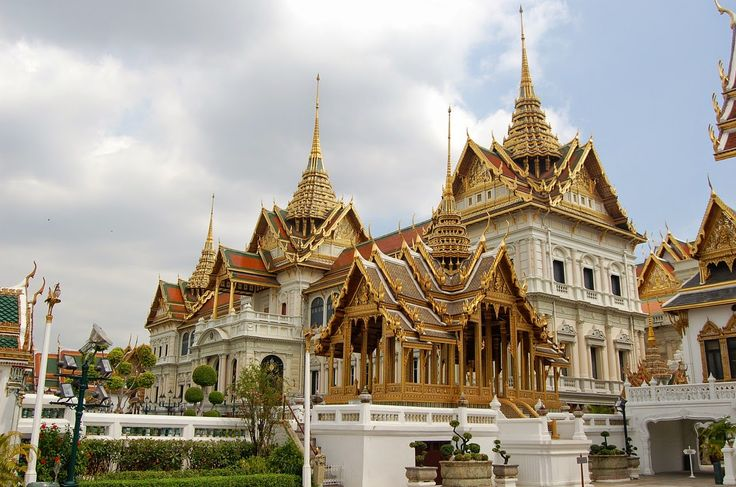 Grand Palace This magnificent palace is the Bangkok's most famous landmark.  read more @ http://www.worldatglance.com/2014/12/7-must-visit-places-of-bangkok.html