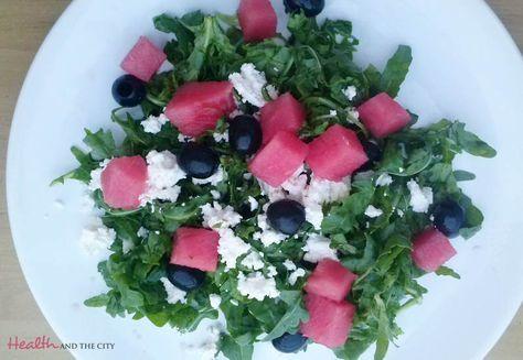 letnia sałatka z rukolą, arbuzem, fetą i oliwkami