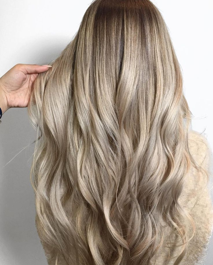 melted champagne blonde made with Redken color (color by @xo.farhana.balayage) | glossy hair, balayage, color melt, ash blonde hair