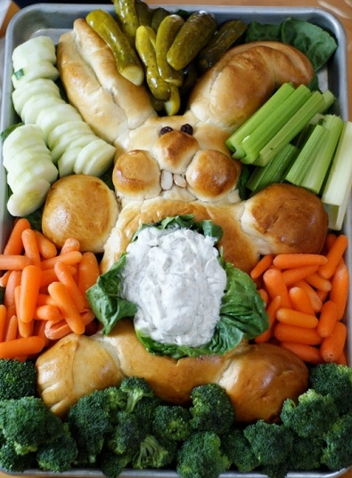 Easter bunny dip ♥ This may take a bit of practice! Shape your dough into an easter bunny & bake. Use two raisins for eyes, and almonds for teeth. Hollow the stomach, and fill with your favorite dip recipe.