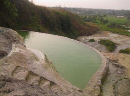 kolam air panas terbuka di tirta sanita -  bogor