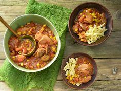 Würstchengulasch mit Spätzle - Familienessen (2 Erw. und 2 Kinder) - smarter - Kalorien: 480 Kcal - Zeit: 30 Min. | eatsmarter.de