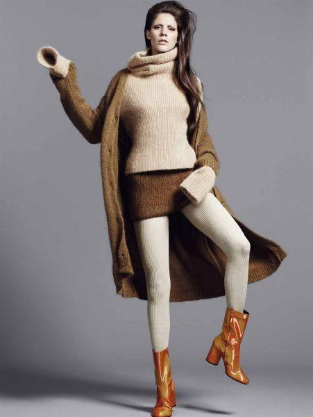 Trend: wol op wol Vest, trui en shorts: Ermanno Scervino - foto: Bjarne Jonasson voor ELLE november| ELLE