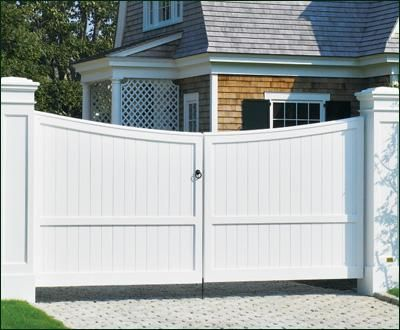 Cellular Vinyl Board Entrance Gate - As seen in this scallop top Freeport Board entrance gate, privacy and security can also be warm and inviting. The gate features Wenham posts and caps.
