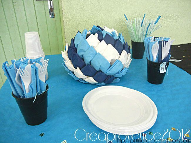 17 best images about pliage de serviettes en papier on for Buffet avec table integree