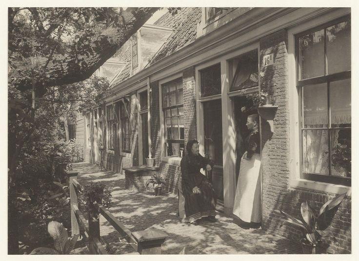 Het Lutherse Hofje aan de Witte Herenstraat.                                     Foto 1904                                Fotograaf: Berend Zweers
