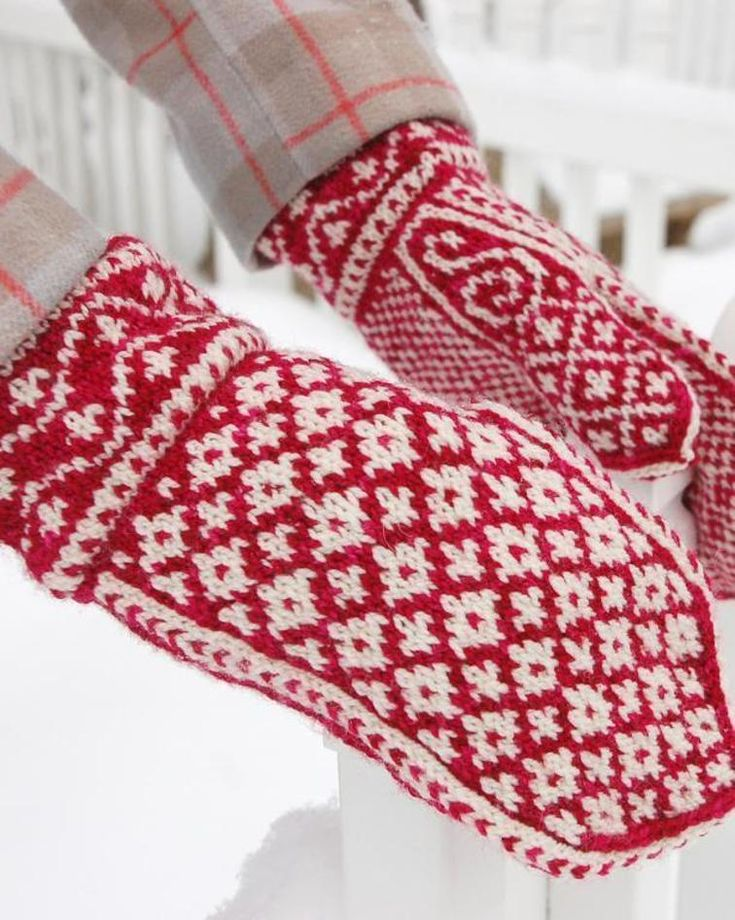 Snow Ghost Mittens | Craftsy