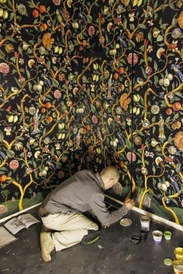 MARK SANDS / Artist, Brooklyn (hand-painted chinoiserie mural at Avebury Manor)  (via Dealtry)