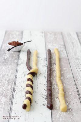 La tana del coniglio: Intrecci al cacao e vaniglia125 gr di burro morbido (non fuso!) 110 gr di zucchero semolato 1 uovo 1/2 bacca di vaniglia 250 gr di farina 00 2-3 cucchiai di cacao amaro