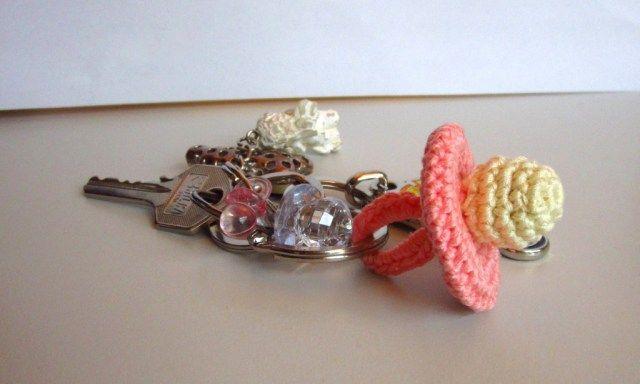 crocheted pacifier ● Teresa Restegui http://www.pinterest.com/teretegui/●