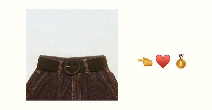 ベルトって実は凄く優秀なの . ファッションを引き締めたり 時にまとめ役になってくれるアイテムが 実はベルト . ベルトを購入する時 意外と直感的にこれでいいやと 選んでいませんか 幅や素材色はもちろんバックルのデザインで 印象は全く変わるんです 本日はベルトを購入する時のコツや ベルトによって変わる印象を ザックリまとめてみました (めっちゃザックリだよ笑) . ベルトのサイズの選び方 ベルトのサイズはXSL(もしくはそれ以上)と 表記がされている物からFサイズと様々ですが 例えば7181cmと記載された ベルトのサイズはバックルの先から穴までを 計測して最短と最長を表記している事が ほとんどです(インチ表記だとまた変わります) 大切なのは自分の体型と相談して 合ったものを購入すること たっっくさん試着しましょう 愛用のベルトがあればそれと同じサイズが 一番失敗しません お店によってベルトの表記に差があります . ベルトによる印象の違い ベルトは約3cmの差が印象を変える とても面白いアイテムです 細いとドレッシーに長ければカジュアルに…