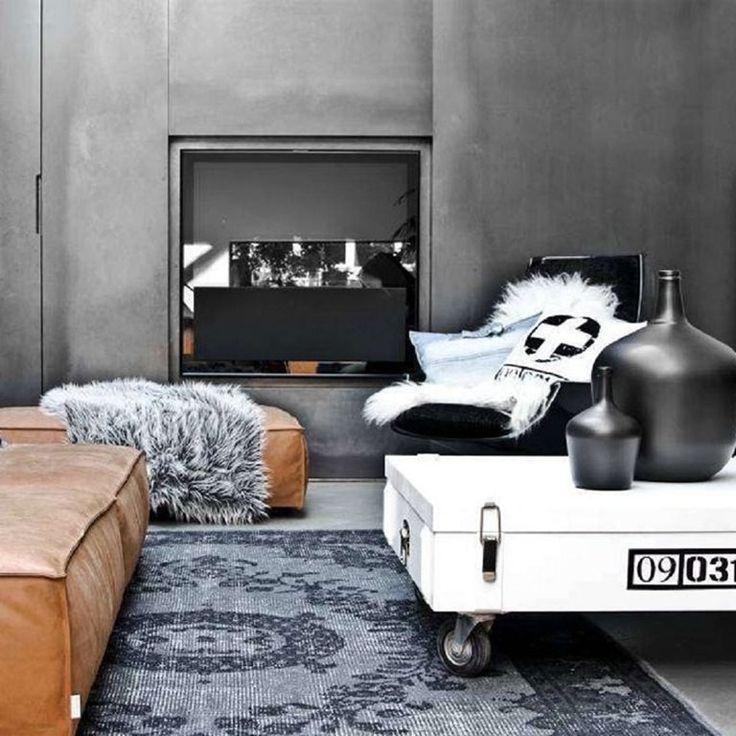 Een sprekend kleed kan heel veel doen met jouw interieur! Het Overdyed vloerkleed van HKliving zal jouw kamer een stoere uitstraling geven. Hij is volledig gemaakt van geverfd wol en straalt echt wat uit! Staat mooi een industriële woonstijl!