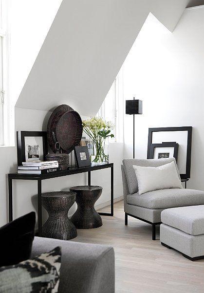 """Addsimplicity jannice wistrand inredningsblogg Många är vi som har snedtak i våra hem. Ofta är det svårt att inreda dessa utrymmen. Ett bra tips är att skapa ett """"altarbord"""" för vackra..."""