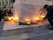 Lumanari aprinse la Universitate in memoria celor morti in Colectiv