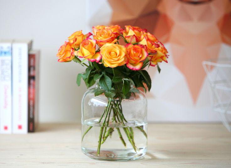 Bos vlammend oranje rozen | Een bos oranje rozen staat symbool voor warmte en vrolijkheid. Deze prachtige bos (12 stelen) is een originele verrassing voor elke gelegenheid.