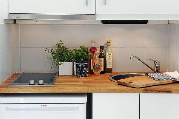 хорошее расположение плиты и мойки на маленьком пространстве