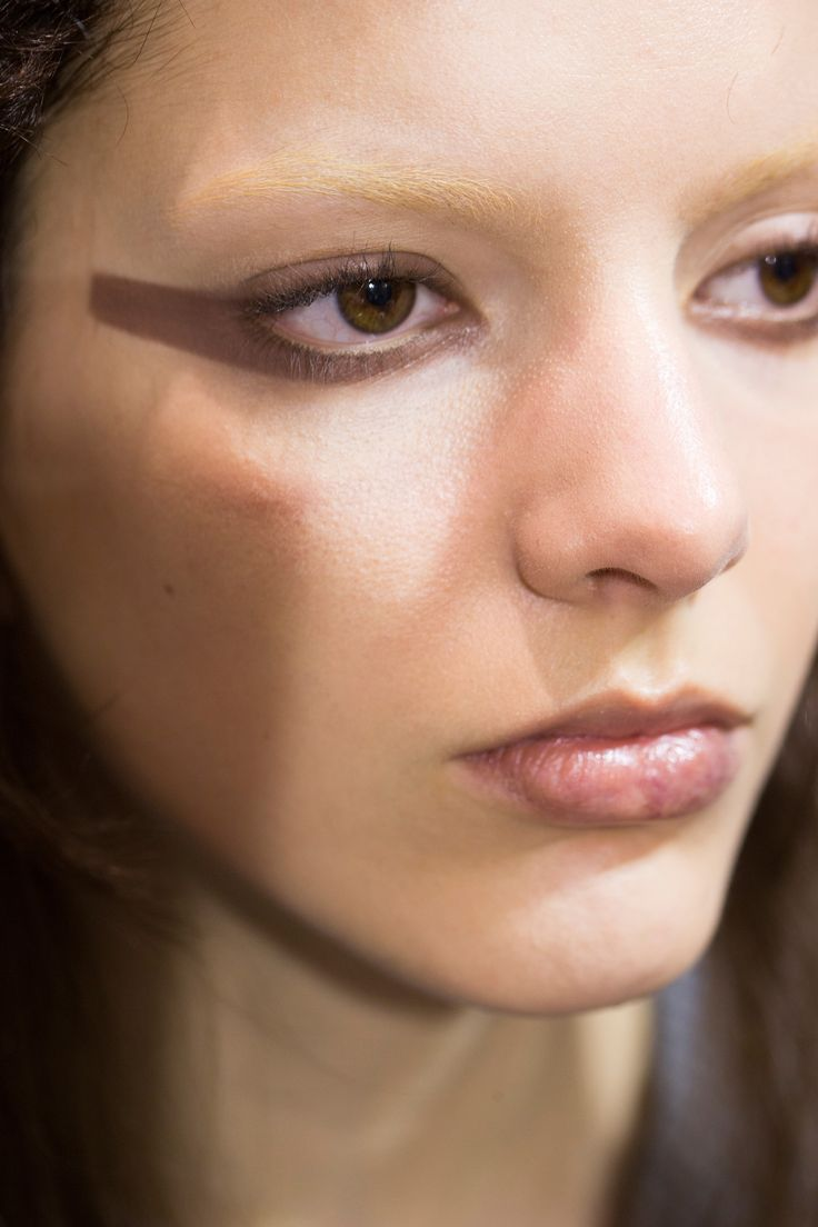 See beauty photos for Givenchy Fall 2016 Ready-to-Wear collection.