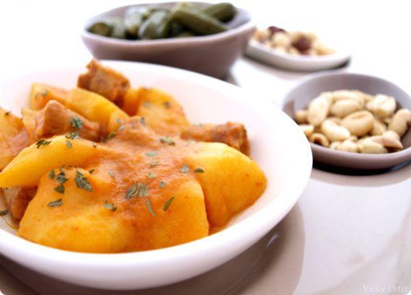 Patatas guisadas con chorizo | Velocidad Cuchara ❥Teresa Restegui http://www.pinterest.com/teretegui/❥