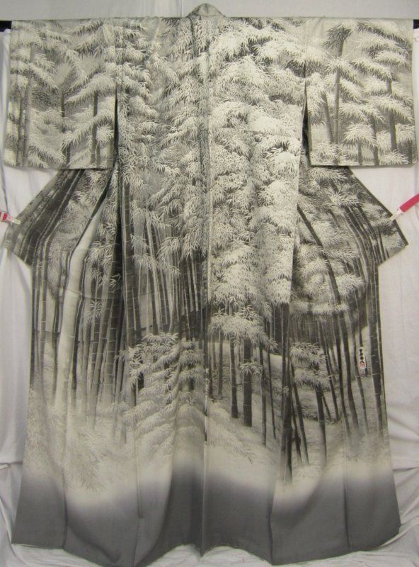 Japanese Women's Kimono ...Beautiful, it looks like its rising up out of the fog or clouds.