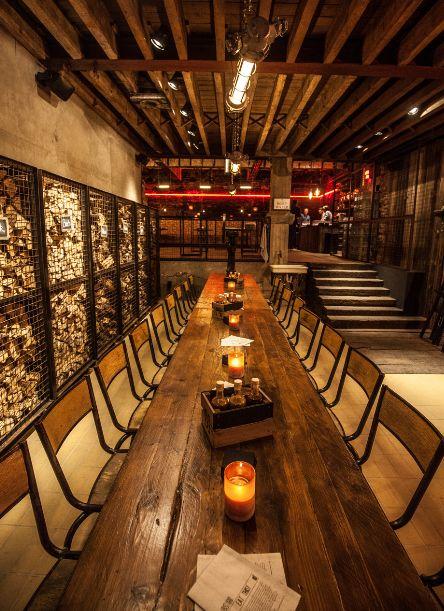 Black Smoke in hartje Antwerpen: een restaurant en (rooftop) bar waar barbecue op Amerikaanse wijze centraal staat. De rooftap bar bezoek je voor het uitzicht!