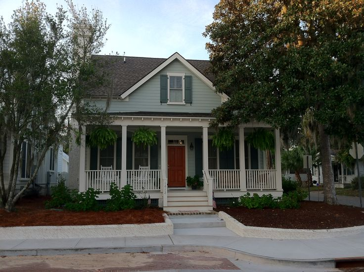 The Coosaw River Cottage Plan by Allison Ramsey Architects built at Midtown Square in Beaufort, South Carolina. This variation is 1729 Heated Square Feet, 3 Bedrooms & 2 1/2 Bathrooms. Carolina Inspirations Book I, Page 63, C0030.