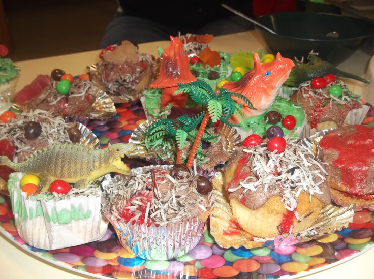 We finished our dinosaur project by decorating our own dinosaur cupcakes. The children loved expressing their creativity on cakes!