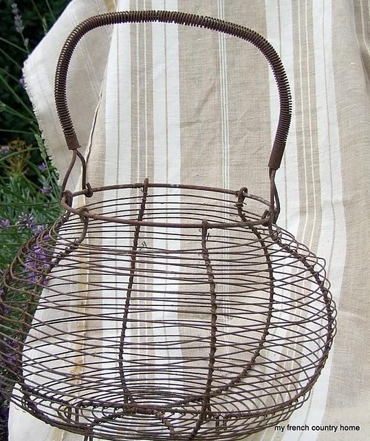 25 beste idee n over metalen manden op pinterest draadmand opslag aanrecht decoraties en - Graham en bruine behang ...