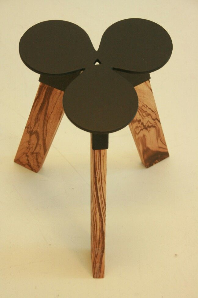 Table trifolium by Kees Elffers