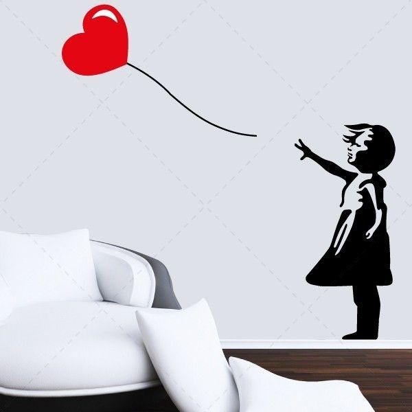 Menina com balão em forma de coração - Decoração em vinil Autocolante decorativo e Papel de parede - www.iconstore.pt