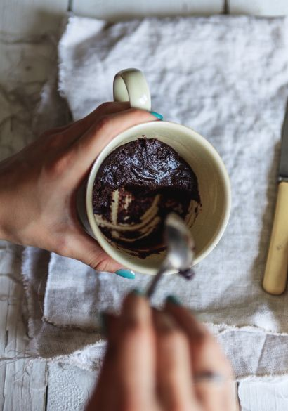 Sur le web, j�aime bien aller consulter des palmar�s de trucs inusit�s. �a me divertit quelques minutes. J�y trouve souvent des id�es vraiment comiques et pratiques, comme ce brownie dans une tasse.