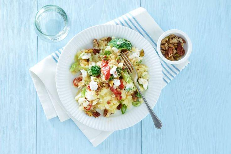 21 november 2017 - Aardappelen + broccoli in de bonus = Stamppot nieuwe stijl. Lekker door de zongedroogde tomaten - Recept - Allerhande