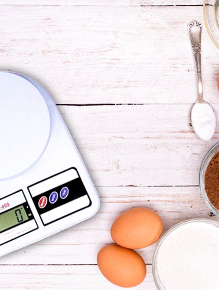 Para se manter uma alimentação equilibrada é fundamental sabermos o peso exato de cada refeição, e para te auxiliar apresentamos a Balança Digital de Cozinha SF-400. Simples e fácil de usar, ela possui capacidade de 10Kg, é equipada com um sistema de alta precisão de calibragem e tem multiplicas aplicações de pesagem.