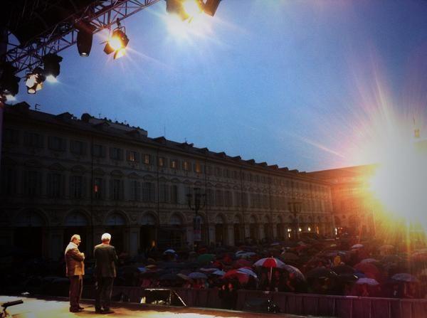 Twitter / TeatroRegio: anche sotto la pioggia #mozart è sempre magico #festivalmozart e il grandioso pubblico di #torino